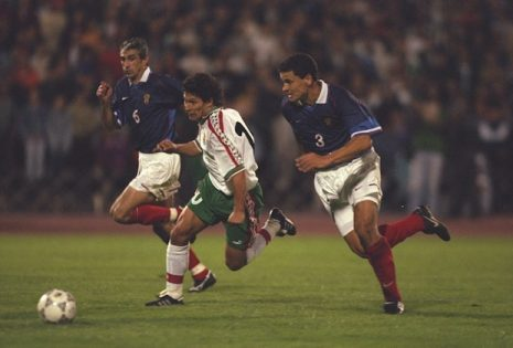 10 Sep 1997:  Krassimir Balakov (centre) of Bulgaria takes on Ahrik Tzveyba (left) and Y. Nikiforov (right) of Russia during the World Cup qualifying match in Sofia, Bulgaria. Bulgaria won the match 1-0.  Mandatory Credit: Gary M Prior/Allsport