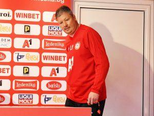 Пенев разкости Кабаков, дава го на УЕФА: Той най-много искаше домакините да спечелят! В името на поръчителя рискуваме здравето на футболистите