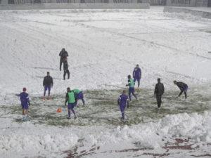 Снегът провали контрола в София
