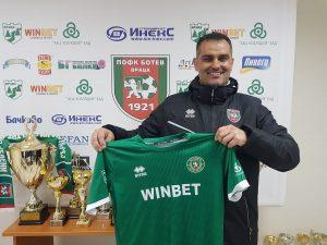 Великов набеляза основни футболисти от Втора лига и с изтичащи договори от елита